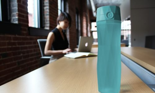 HidrateMe Is A Connected Water Bottle for Snake Oil Lovers